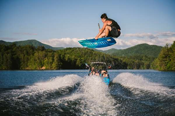 Axis-T23-Wakeboarding